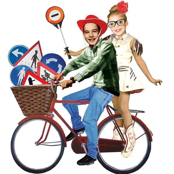 loco spellen loco spellen educatief spel leren scholieren schoolleeftijd kinderen verkeer fiets step driewieler verkeersborden verkeersregels klaar-over basisonderwijs basisschool grootzus illustratie collage professioneel editorial